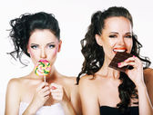 Burlesque. Parody. Couple of Women Sneers and showing a Fig — Stock Photo