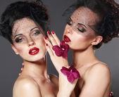Laços de ternura. carinho. duas namoradas sensuais numa carícia — Foto Stock