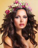 Young Beauty with Wreath of Flowers. Perfect Brown Hairs. Luxury — Foto Stock