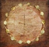 遅い時間。木材にカタツムリとレトロな時計。アート コンセプト — ストック写真