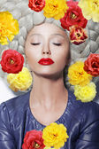 Fantasy. Portrait of Sleeping Woman with Closed Eyes and Colorful Flowers — Stock fotografie