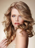 Sophisticated Woman with Perfect Skin and Flowing Blond Healthy Hair — Stock Photo