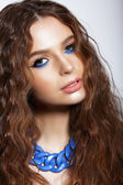 Portrait of Young Woman with Trendy Vivid Makeup — Stockfoto