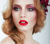 Visage. Gorgeous woman with Professional Evening Make Up — Stock Photo