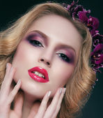Glance. Sensual Woman with Glamorous Trendy Makeup — Stock Photo
