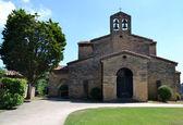 Kyrkan i san julian de los prados — Stockfoto