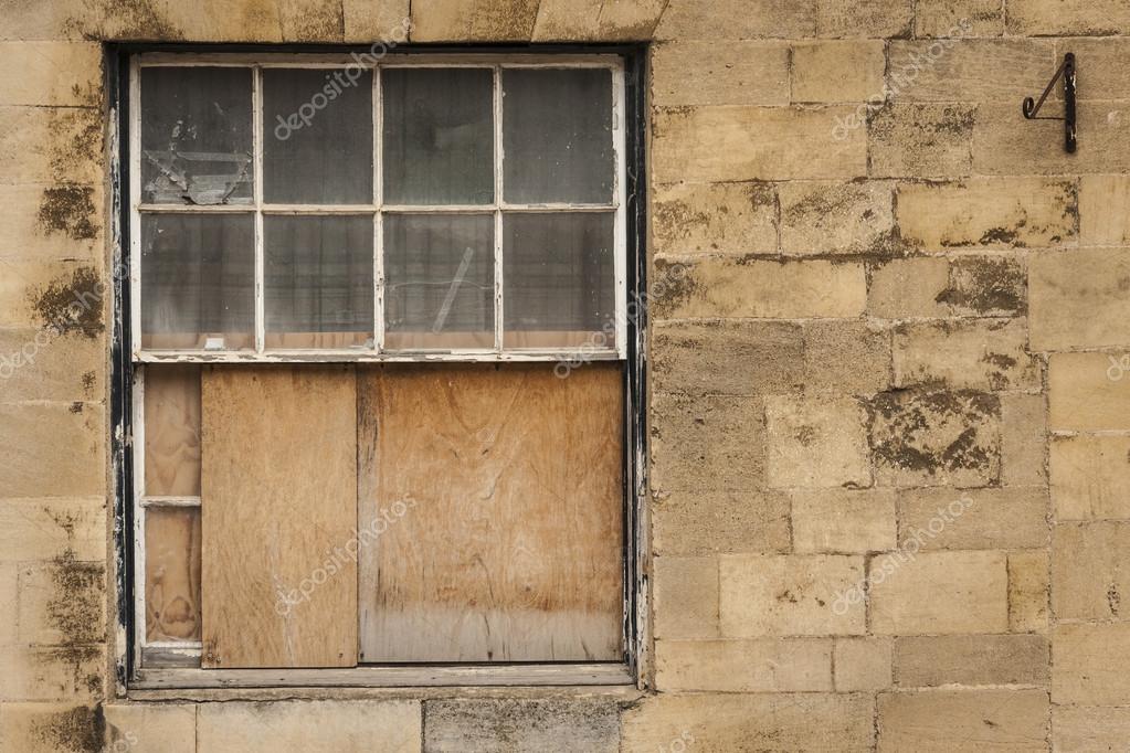ancienne fen tre guillotine en bois que la moiti barricad e photographie dustbinman 25166629. Black Bedroom Furniture Sets. Home Design Ideas