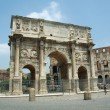 The arch of Constantine at the end of the palatine hill — Stock Photo