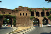 Roman Gate in the wall at the end of Via Veneto — Stock Photo