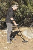 Man using metal detector — Stock Photo