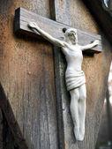 Kreuz mit dem gekreuzigten jesus christus — Stockfoto