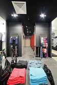 Boutique de vêtements nouvelle marque européenne — Photo