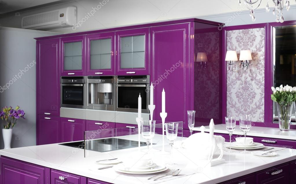 Cuisine Violette Moderne Avec Un Mobilier L Gant Photographie Fiphoto 36624077
