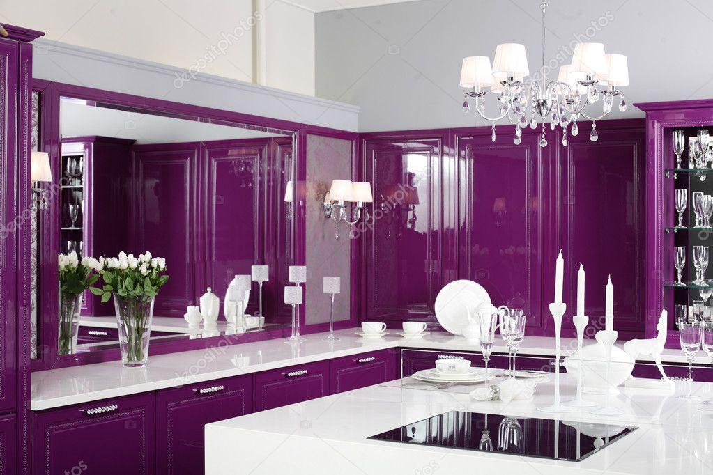 Cuisine Violette Moderne Avec Un Mobilier L Gant Photographie Fiphoto 36624079