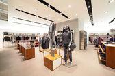 Negozio di abbigliamento europeo con enorme collezione — Foto Stock