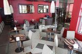 Bel intérieur de restaurant moderne — Photo
