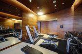 Moderne europäische Sport-Fitness-Studio ohne Menschen — Stockfoto