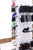 Innere schuhgeschäft in modernen europäischen einkaufszentrum — Stockfoto