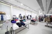 Nuevo interior de la tienda de tela — Foto de Stock