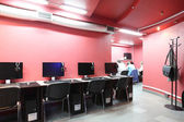 In red style interior computer club — 图库照片