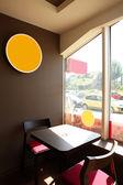 Restaurante Europeu em cores brilhantes — Fotografia Stock