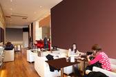 明るい色でヨーロッパのレストラン — ストック写真