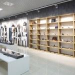 İç modern Avrupa alışveriş Ayakkabı mağazası — Stok fotoğraf #50735745