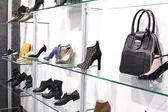 内政部在现代欧洲商城的鞋店 — 图库照片
