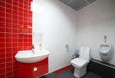 Intérieur des toilettes modernes dans le style européen — Foto de Stock