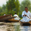 Dal Lake Floating Market Man Calmly Rowing — Stock Photo
