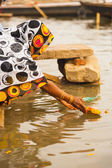 Indian Female Sends Offering Gift Ganges Varanasi — Stock Photo