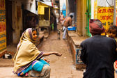 Poor Woman Child Begging Street Varanasi India — Stock Photo