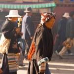 Tibetan Woman Pilgrim Jokhang Temple Barkhor Side — Stock Photo