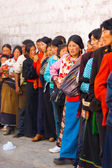 Tibetans Queue Enter Jokhang Temple Lhasa — Stock Photo