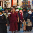 tibetan pilgrims barkhor jokhang lhasa crowded — Stock Photo