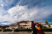 Tibetans Potala Palace Front Clouds Base Lhasa — Stock Photo