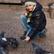 Boy and pigeons — Stock Photo