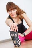 Las mujeres en forma haciendo gimnasio ejercicio — Foto de Stock