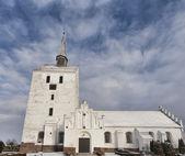 Blanca iglesia medieval en antwerpen, dinamarca — Foto de Stock