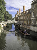 Punts lined up on river in Cambridge England — Stock Photo