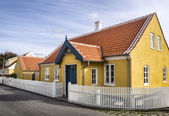 Yellow house in the center of Skagen in jutland — Stock Photo