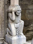 Sütundan santa maria maggiore bazilikası'na bergamo, i̇talya. — Stok fotoğraf