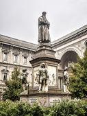Leonardo's monument on Piazza Della Scala, Milan, Italy — Stock Photo