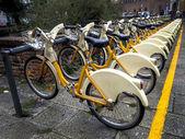 государственные городские велосипеды в милан, италия — Стоковое фото