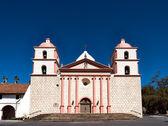 The historic Santa Barbara Spanish Mission in California — Stock Photo