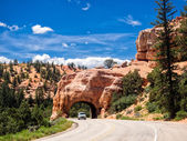 Red Arch road tunnel on the way to Bryce Canyon National Park, U — Stock Photo