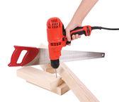 Broca na mão, serra e placa de madeira isolaram em branco, ferramentas de construção — Foto Stock