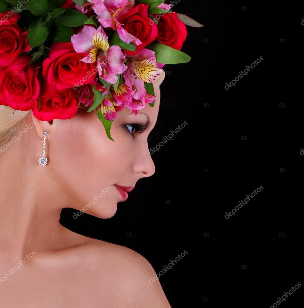 11 Gorgeous Ͽ� Black� Blooms: Modelo De Moda Con Peinado Con Hermosas Flores Sobre Fondo
