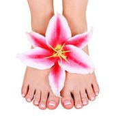 Pedicure. beautiful female feet with lily flower isolated on white, spa — Stock Photo