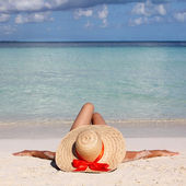 Woman in Big Sun Hat from relaxing on Tropical Beach. Vacation. — Stock Photo